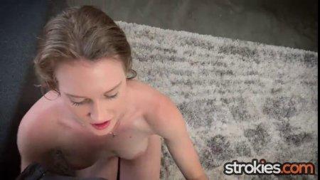 Восемнадцатилетняя японка сняла купальник и волосатым лобком - порно фото